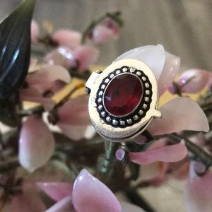 Vintage 925 faced Mozambique garnet poison ring